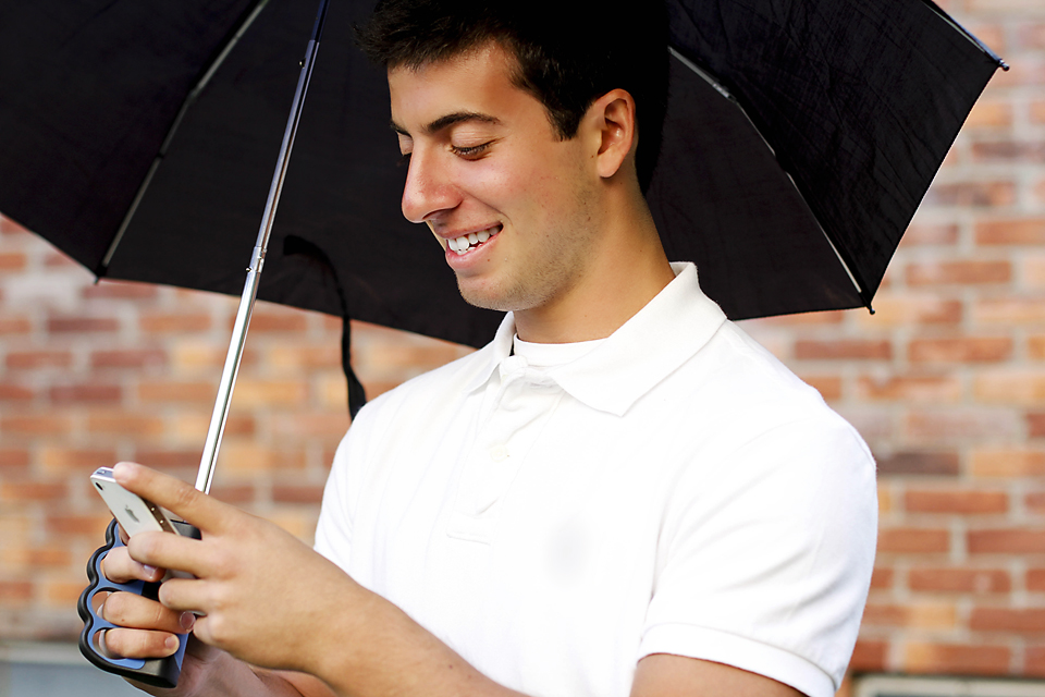 The Brolly Texting Umbrella